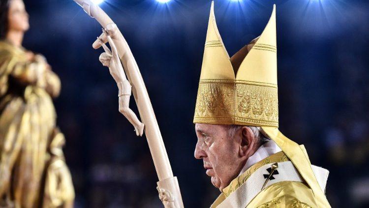 """Papa Francisco: """"Déjense mirar por el amor infinito y paciente de Jesús"""""""