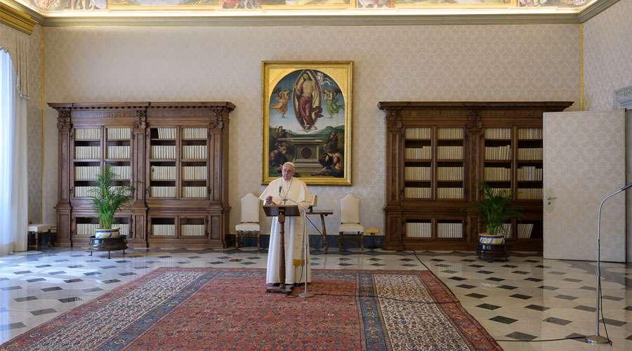 """Regina Coeli del Papa en el Lunes del Ángel: """"Jesús vive, el Amor ha vencido"""""""