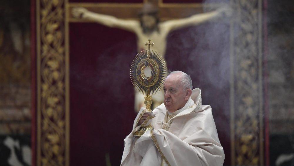 Corpus Christi. El Papa: la Eucaristía, soporte en medio de las dificultades