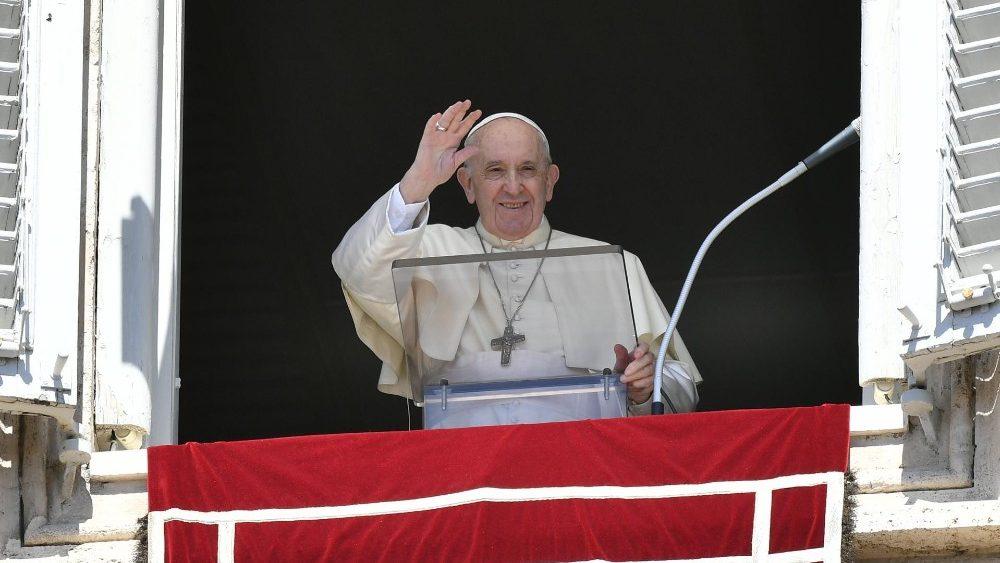 Ángelus del Papa: sumergirse con compasión en la vida de los demás